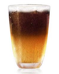 """Темное пиво.  Налейте светлое...  Коктейль  """"Черное и желтое..."""