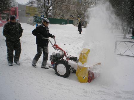 Уборка снега мотоблоком