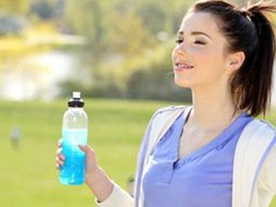 Нужно ли пить спортивные напитки во время или после...