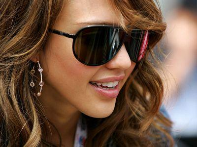 Солнцезащитные очки известных брендов.  Радует глаз.