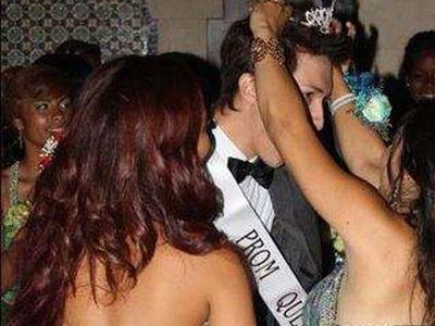 В Лос-Анджелесе королевой выпускного бала выбрали юного гея. 18